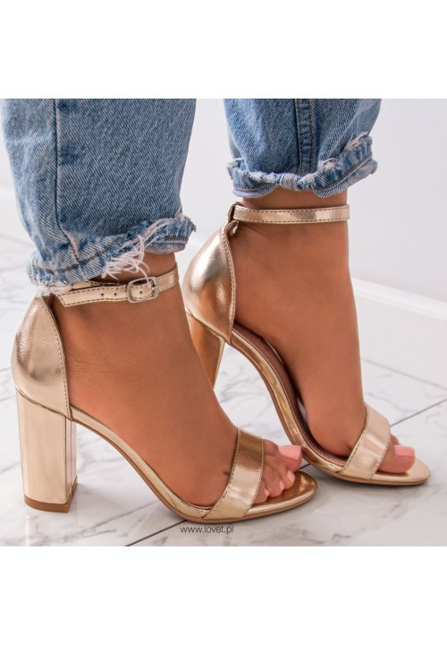 Sandałki Klasyczne na Słupku Złote Silvia