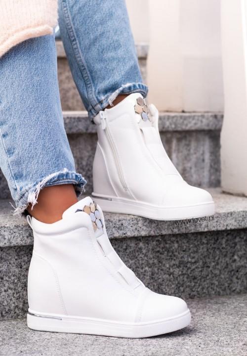 Sneakersy Na Koturnie z Nitami Białe Aura