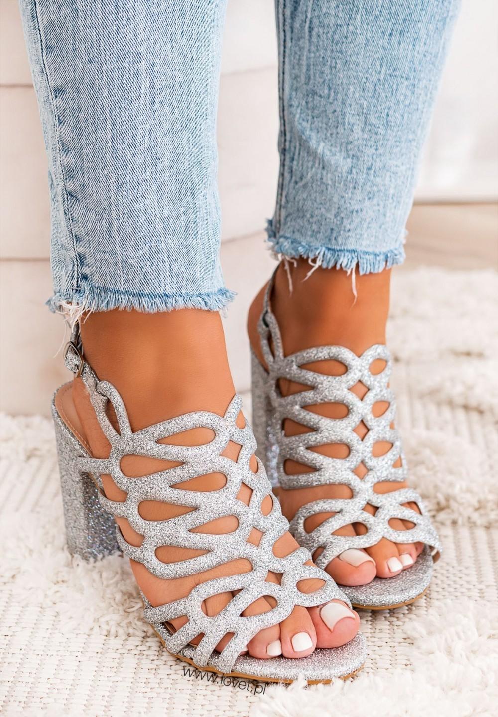 Sandały Brokatowe na Słupku Srebrne Glamour