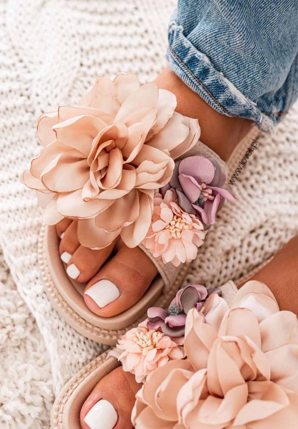 Klapki z Kwiatkami Beżowe Fiorine